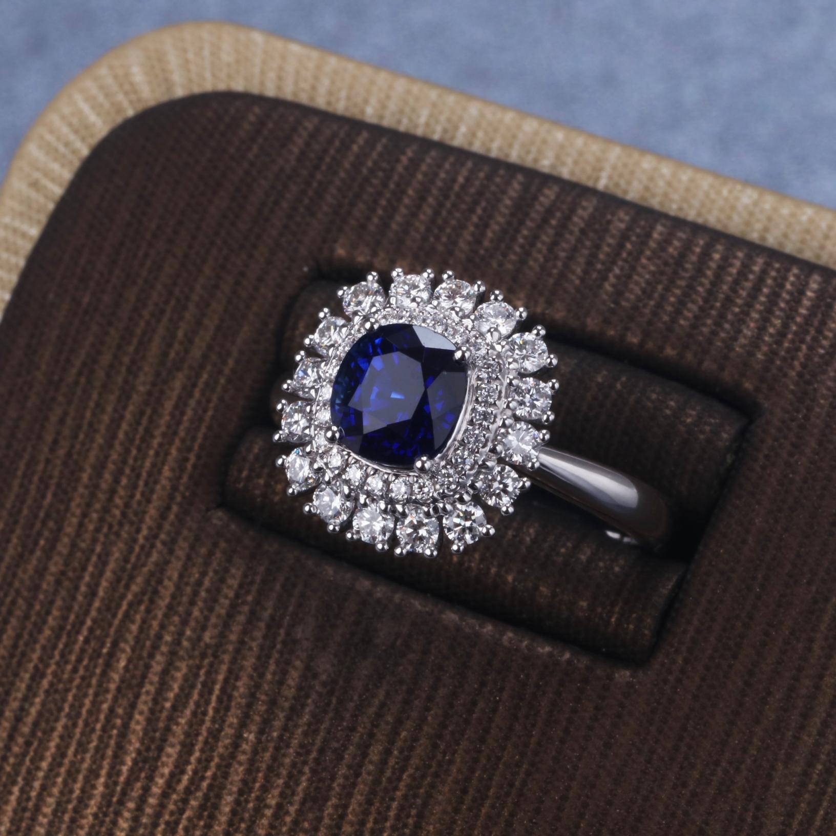 【戒指】18k金+蓝宝石+钻石  宝石颜色纯正 货重:5.14g  主石:1.78ct  手寸:14