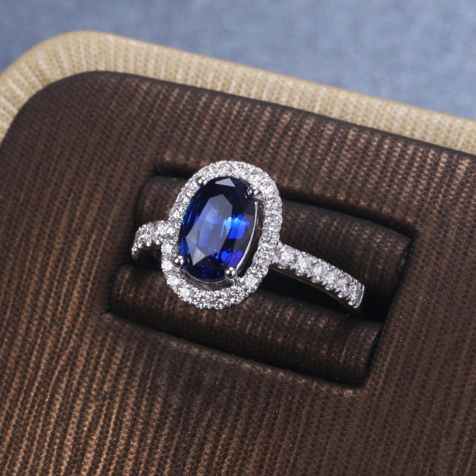 【戒指】18k金+蓝宝石+钻石  宝石颜色纯正 货重:4.15g  主石:1.54ct  手寸:13