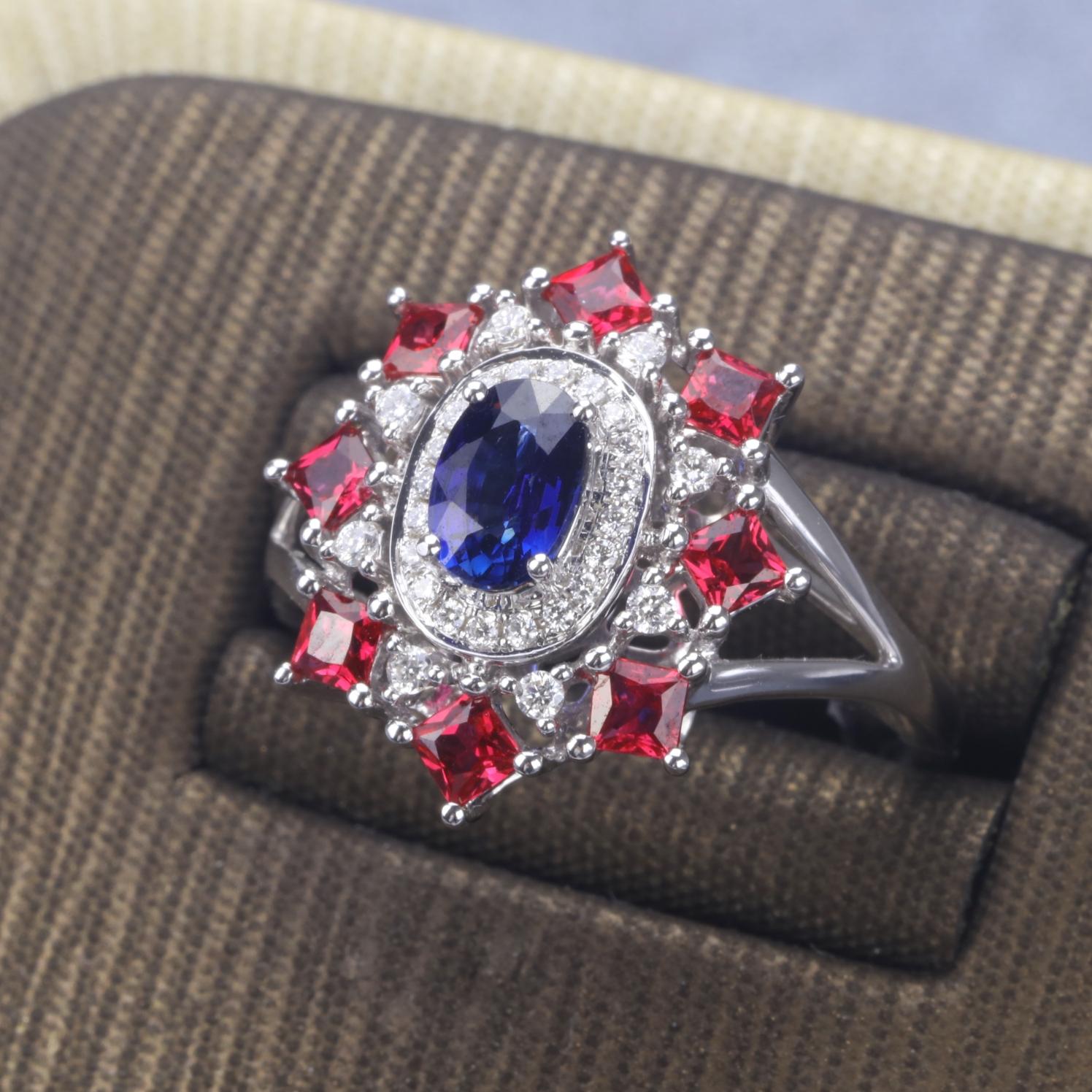 【戒指】18k金+蓝宝石+红宝石+钻石  宝石颜色纯正 货重:4.07g  蓝宝石:0.58ct