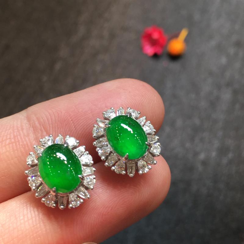 一对阳绿耳钉,完美色阳,底庄细腻,18K白金南非真钻镶嵌,性价比高,推荐,尺寸13*10.8*7.6