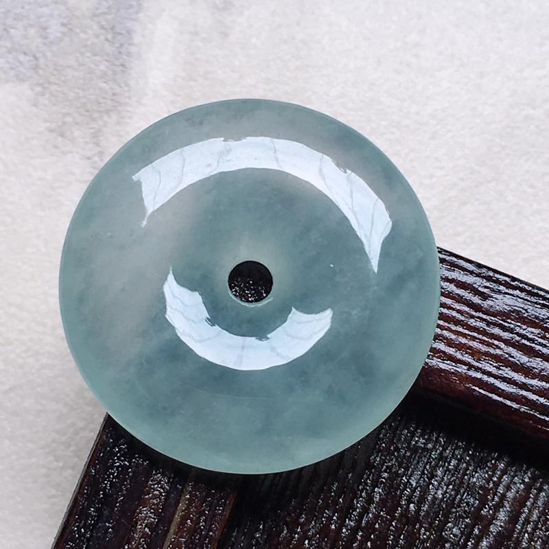 缅甸翡翠平安扣吊坠,自然光实拍,玉质莹润,佩戴佳品,尺寸:23.2*4.4mm,重4.71克