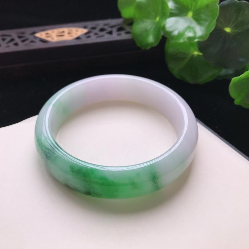 天然翡翠A货细糯种飘绿花正圈手镯,尺寸57.7×15×8mm,玉质细腻,种水好,底色好,上手效果漂亮