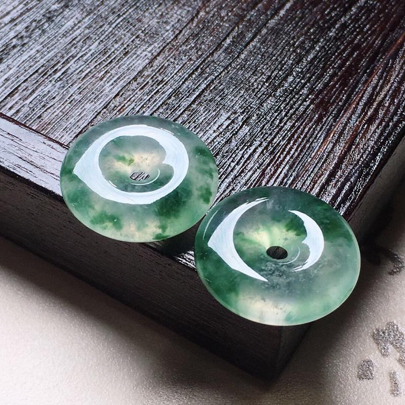 缅甸翡翠飘花平安扣吊坠一对,自然光实拍,颜色漂亮,玉质莹润,佩戴佳品,尺寸:21.2*6.0