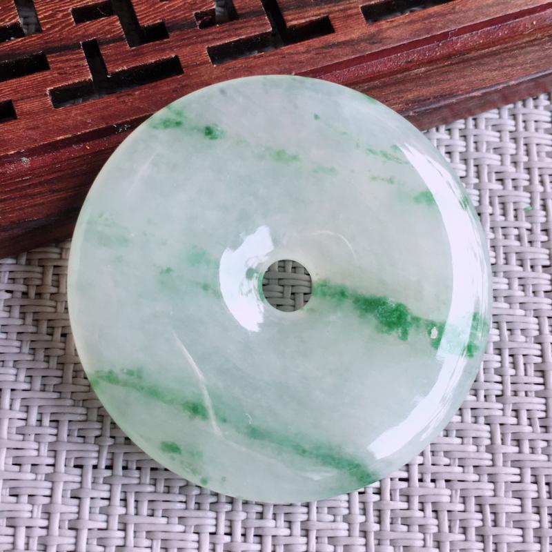 天然翡翠A货糯化种飘花平安扣吊坠,尺寸:37.8/5.0mm,玉质细腻,上身效果好