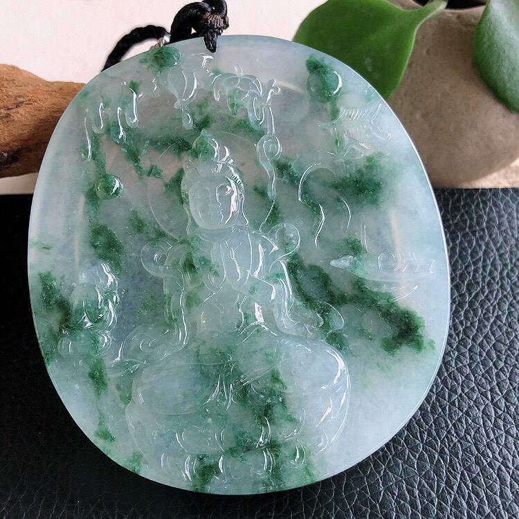 天然缅甸翡翠A货飘花度母吊坠,料子细腻柔洁, 尺寸73x63x6mm ,重量59.40g 。