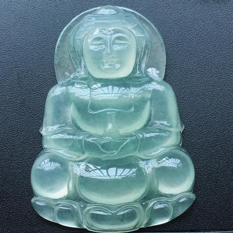 自然光实拍,缅甸a货翡翠,冰种晴水观音,胶感十足,种好通透,水润玉质细腻,雕刻精细,饱满品相佳,有孔