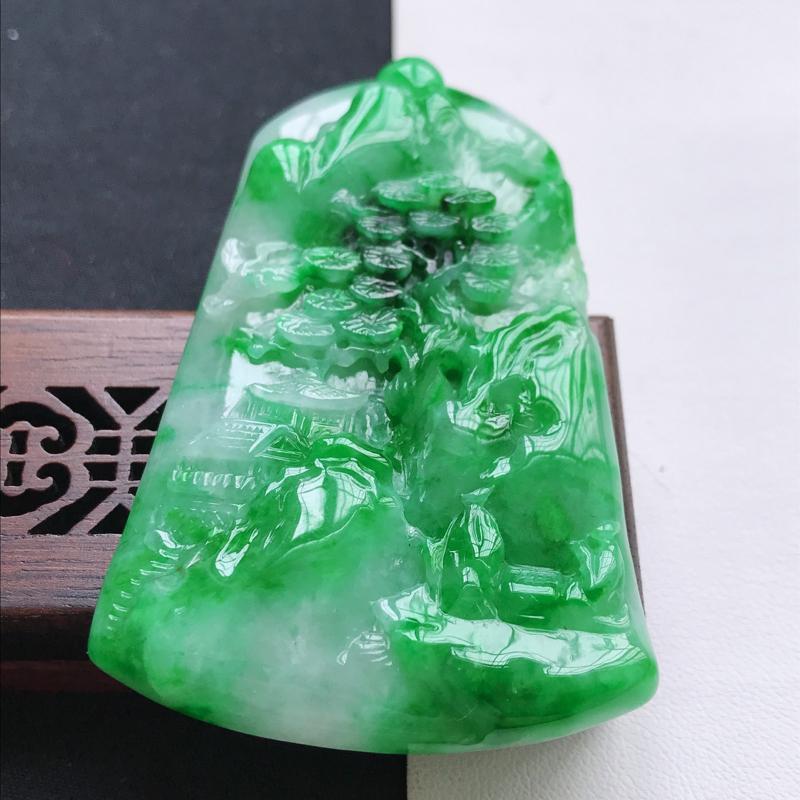 天然翡翠A货细糯种飘花精美山水牌吊坠,尺寸62.3-41.8-6mm,玉质细腻,种水好 上身效果漂亮