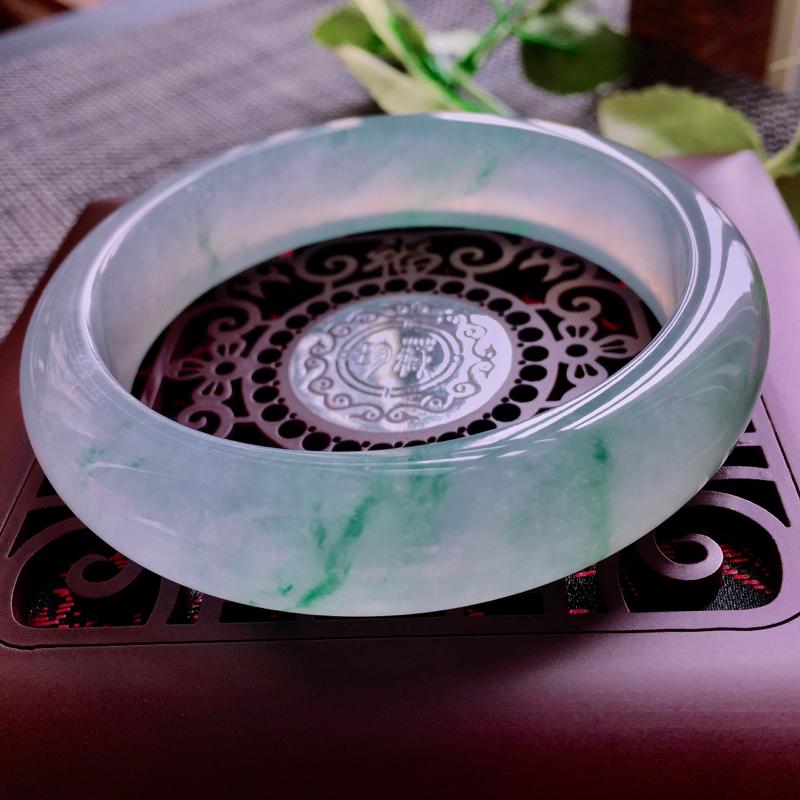 天然翡翠飘花正圈手镯,花色好看玉质细腻种水好上手高贵典雅 规格59.5/14.9/8.5