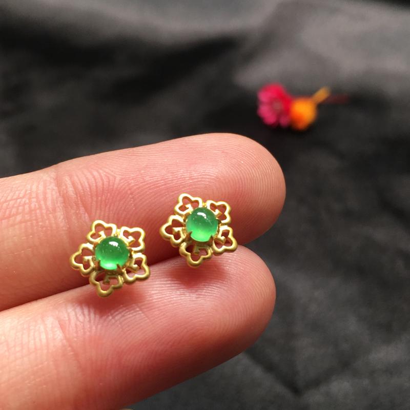 一对阳绿耳钉,完美色阳,底庄细腻,18K金镶嵌,性价比高,推荐,尺寸7.8*8*3.8/3.8*3*