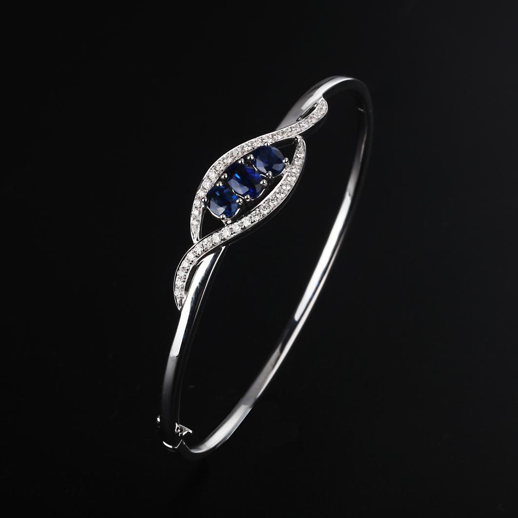 【手镯】18k金+蓝宝石+钻石  宝石颜色纯正 货重:12.47g  金重:12.11g  主石:1