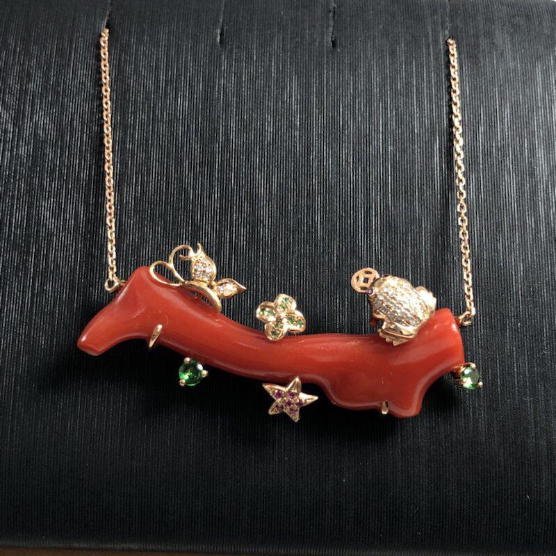 ---【日本阿卡红珊瑚吊坠】艳红色!18k金加钻石红宝石绿宝石镶嵌!天然无添加,枝根厚度尺寸为5.4