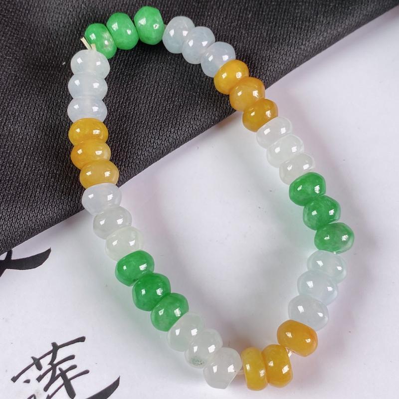缅甸a货翡翠,水润三彩手链,玉质细腻,颜色艳丽,佩戴效果更好