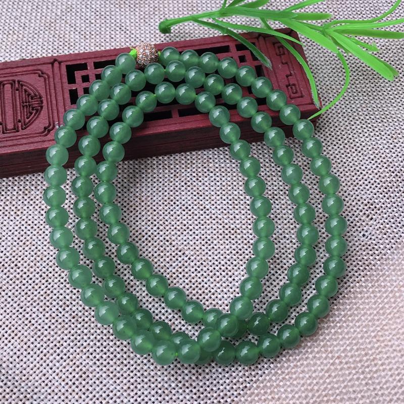 翡翠冰透油润满色水绿108佛珠项链,底色均匀清爽水润,珠子圆润饱满,单珠直径约6.5mm 共108颗