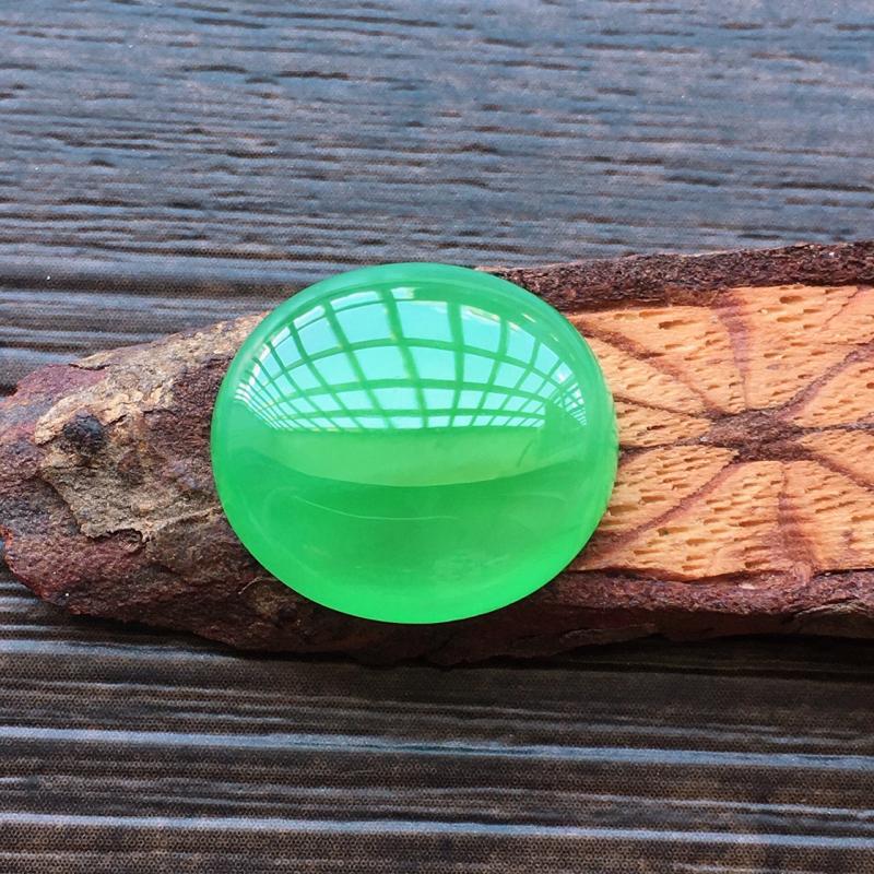 【自然光实拍,缅甸a货翡翠,满绿蛋面,种好水润,玉质细腻,雕刻精细,饱满品相佳,镶嵌效果更佳。】图4