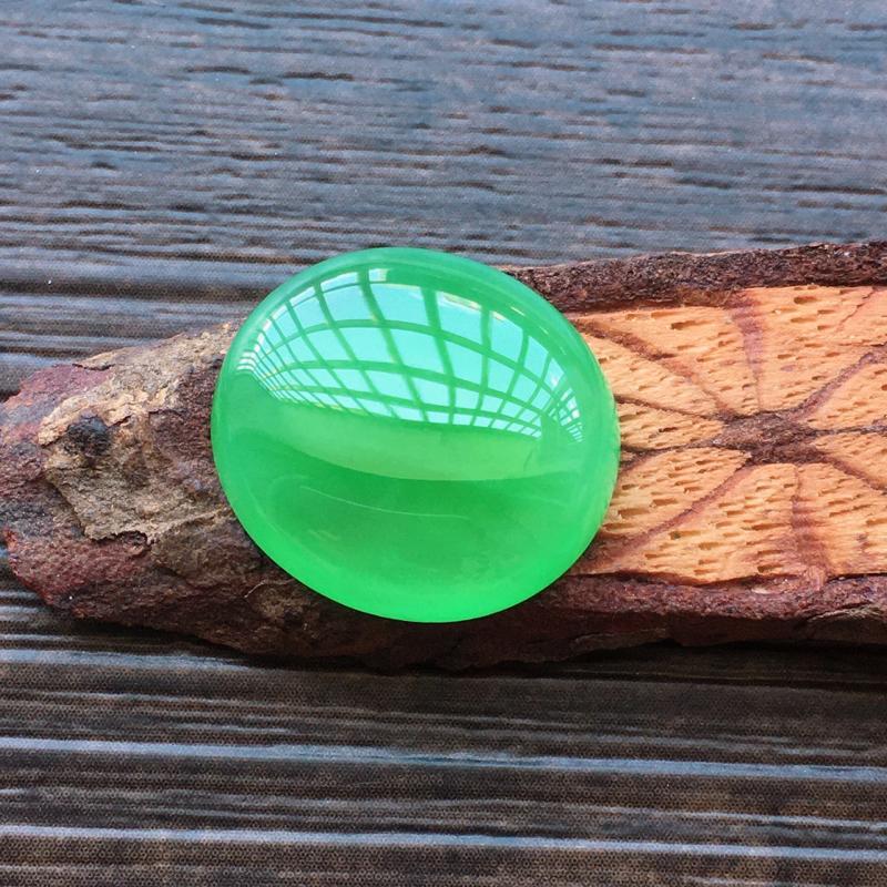 【自然光实拍,缅甸a货翡翠,满绿蛋面,种好水润,玉质细腻,雕刻精细,饱满品相佳,镶嵌效果更佳。】图6