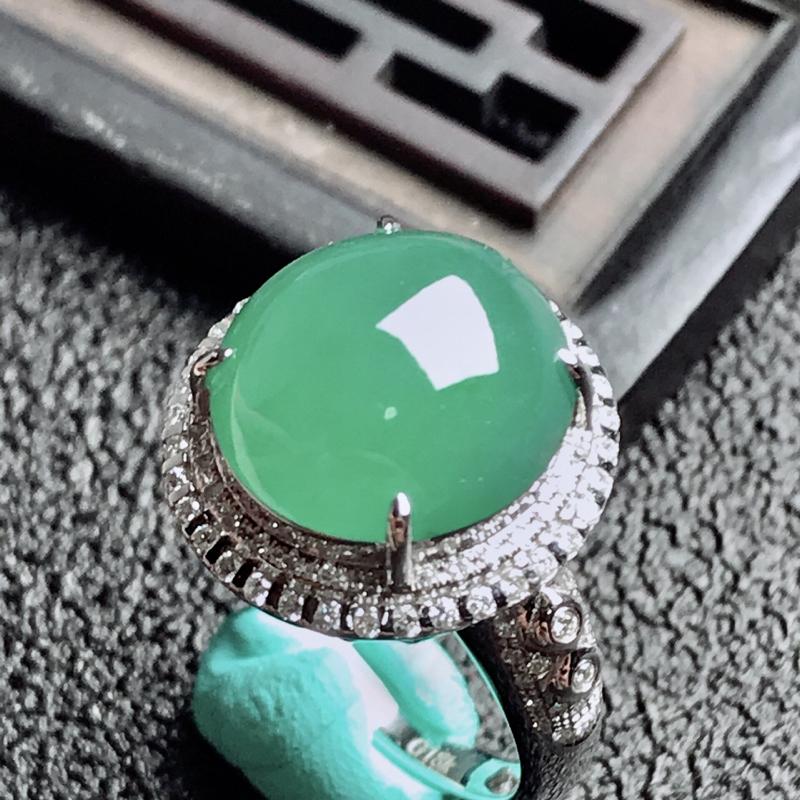 【老坑冰种18k镶嵌戒指,种水一流,晶莹剔透,完美无瑕,纯净通透,起光起胶起玻璃光泽。 高品质级材料打造,不可多得的佳品。 高性价比,值得入手。 整体尺寸:内径17mm蛋面13.1*12.4*5.3mm】图6