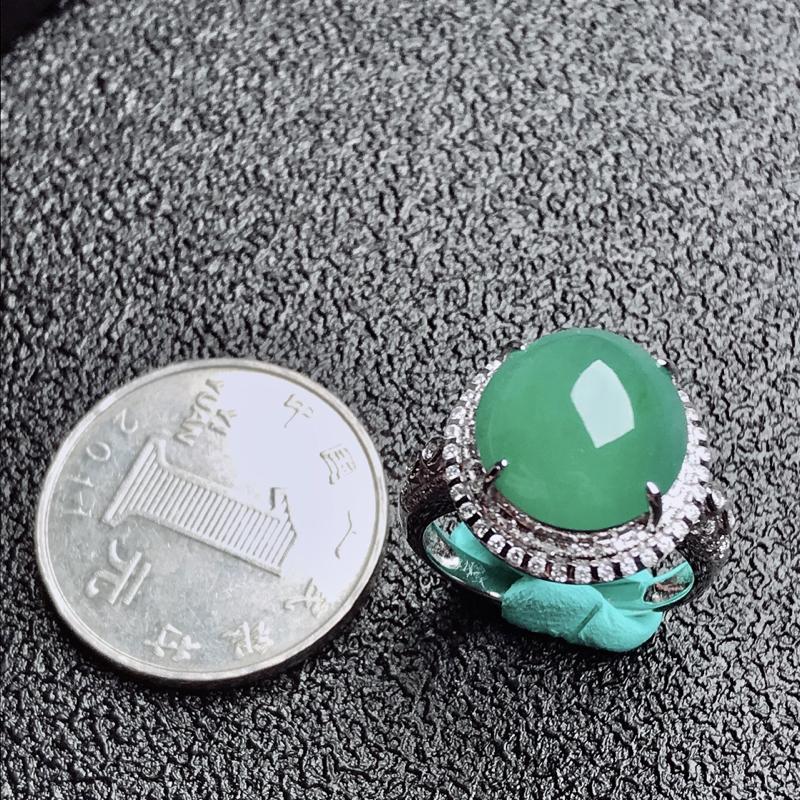 【老坑冰种18k镶嵌戒指,种水一流,晶莹剔透,完美无瑕,纯净通透,起光起胶起玻璃光泽。 高品质级材料打造,不可多得的佳品。 高性价比,值得入手。 整体尺寸:内径17mm蛋面13.1*12.4*5.3mm】图3
