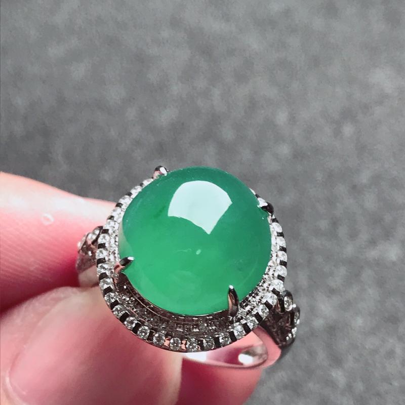 【老坑冰种18k镶嵌戒指,种水一流,晶莹剔透,完美无瑕,纯净通透,起光起胶起玻璃光泽。 高品质级材料打造,不可多得的佳品。 高性价比,值得入手。 整体尺寸:内径17mm蛋面13.1*12.4*5.3mm】图2