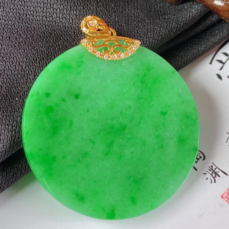 缅甸a货翡翠,18k金伴钻满绿无事牌挂件,玉质细腻,颜色艳丽,寓意佳,佩戴效果更好,整体41.5_3