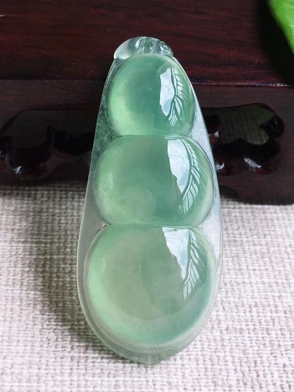 【A货翡翠冰种甜绿四季平安豆吊坠挂件,完美,尺寸45.5/20/7.5mm,重量10.79g】图3