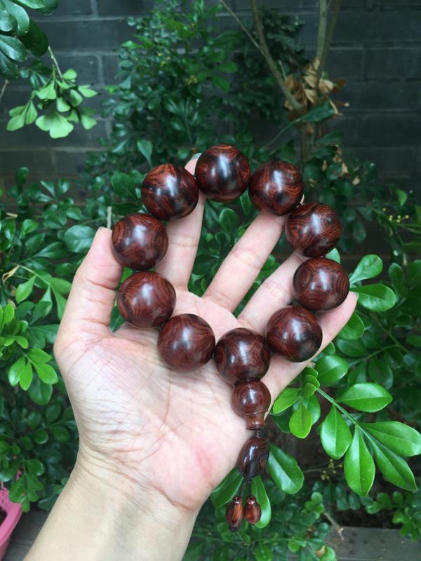海南黄花梨百年西部霸王岭老油梨2.5规格的手串,材质细腻饱满圆润光滑,质感非常好,收藏款式,克重84