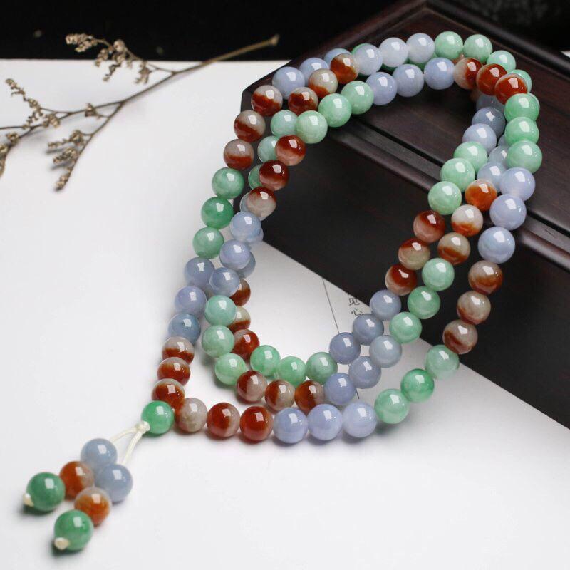 多彩翡翠圆珠珠链,共117颗珠子,取其中一颗珠直径大约7.1mm,珠子饱满圆润,亮丽秀气,玉质莹润
