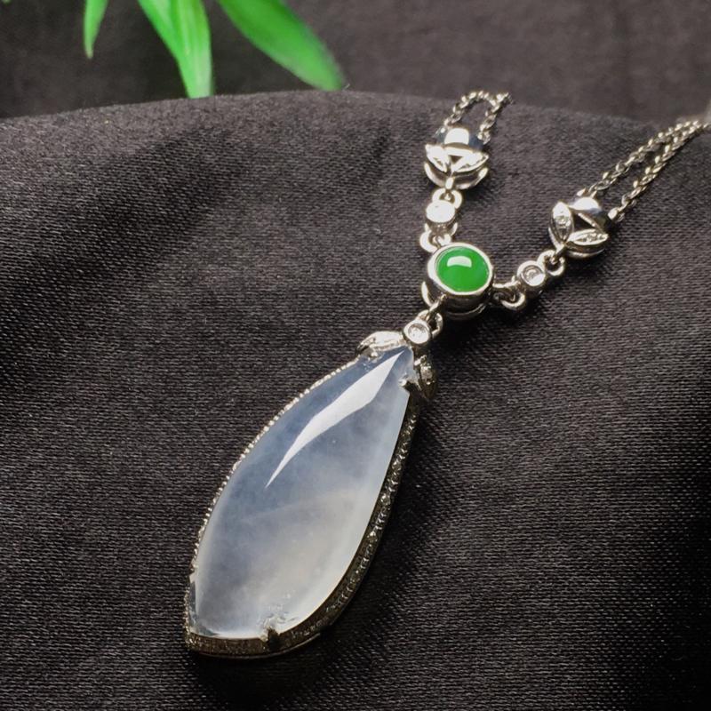 天然翡翠A货,18K金伴钻镶嵌,冰种随形锁骨项链,款式时尚精美,性价比超高