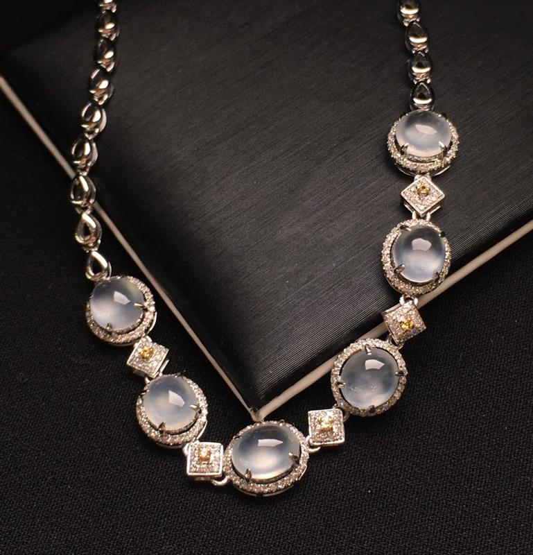 18K金钻镶嵌高冰种蛋面手链 款式精美 质地细腻 水润起光 上手唯美 周长17整体尺寸8.1*7.8