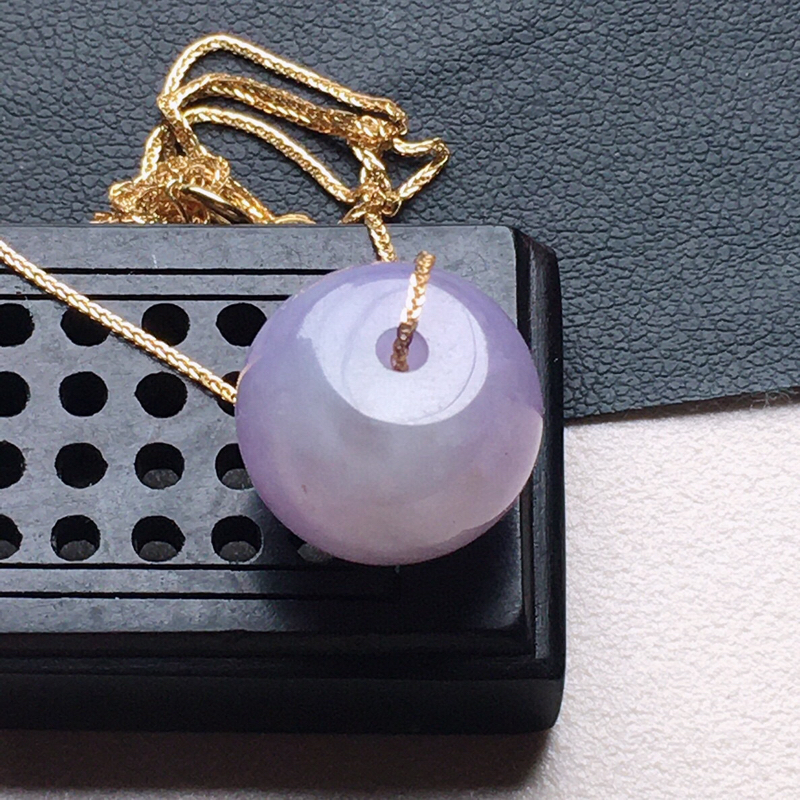 缅甸翡翠紫罗兰路路通项链,自然光实拍,颜色漂亮,玉质莹润,佩戴佳品,尺寸:13.7*11mm,重4.