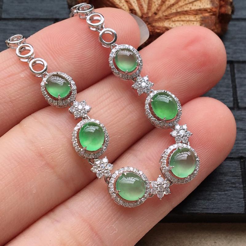 自然光实拍,缅甸a货翡翠,冰种绿蛋面18k金伴钻手链,种好通透,颜色漂亮,玉质莹润,种色佳,上手美美