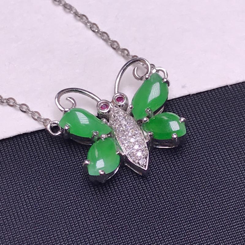 天然翡翠A货,18K金伴钻镶嵌,蝴蝶锁骨链,色泽鲜艳,料子细腻,款式精美,性价比高。