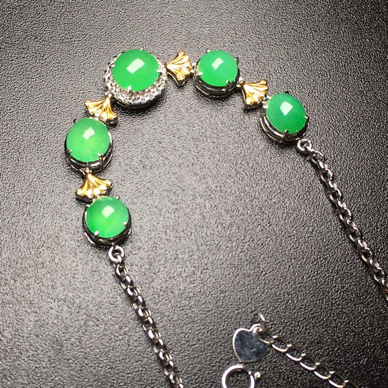 阳绿蛋面翡翠手链,色泽鲜艳,水润,饱满圆润,性价比高,裸石尺寸:6.8*6.4*3整体尺寸:58.7