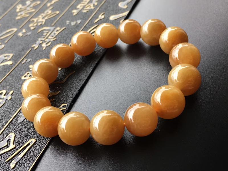 黄翡翡翠手串,直径卡12.8~12.3mm,16颗,种好,玉质细腻,色泽温润,色浓,润,上手效果好,