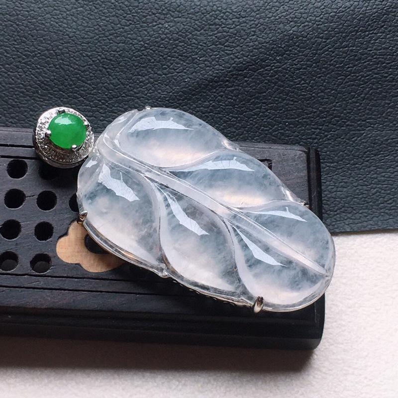 缅甸翡翠18K金伴钻镶嵌叶子吊坠,颜色好,玉质细腻,雕工精美,佩戴送礼佳品,包金尺寸: 37.7*1