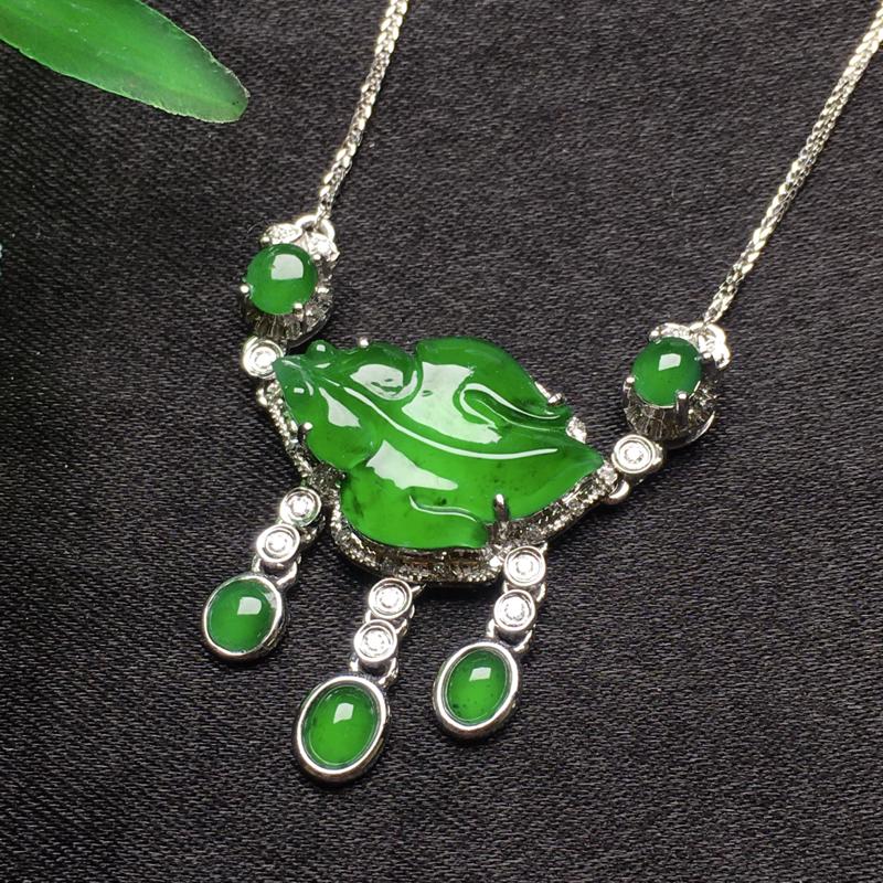 天然翡翠A货,18K金伴钻镶嵌,满绿锁骨项链,色泽鲜艳,款式时尚,性价比超高