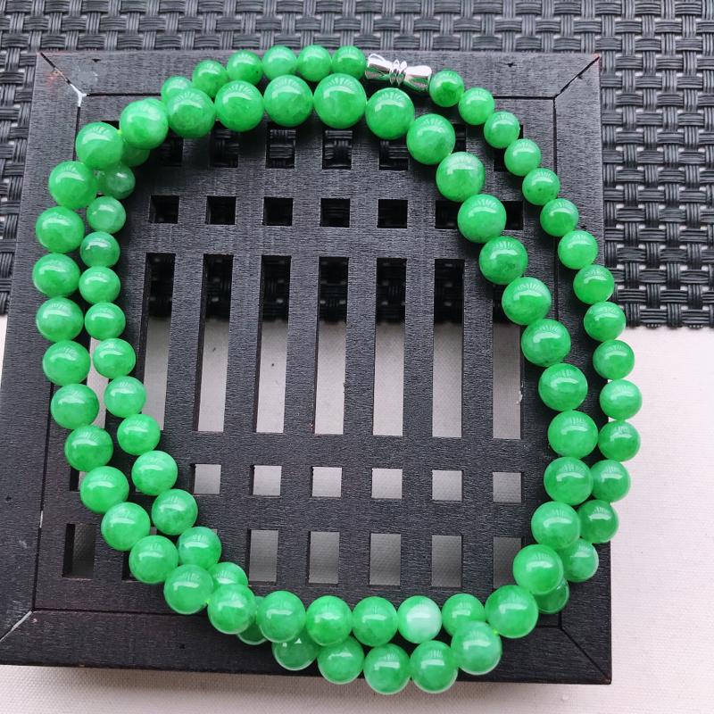 糯化种飘阳绿圆珠项链 尺寸7.9  玉质细腻,底色漂亮,上身高贵