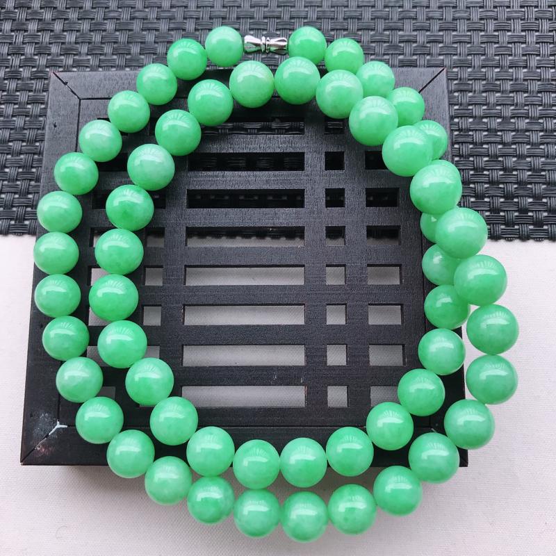 糯化种飘阳绿圆珠项链 尺寸10.6  玉质细腻,底色漂亮,上身高贵