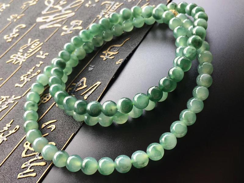 冰飘芙蓉花翡翠珠链,直径卡7.8mm,108颗,种好,玉质细腻,水润,均匀,色花耐看,完美度极高,自