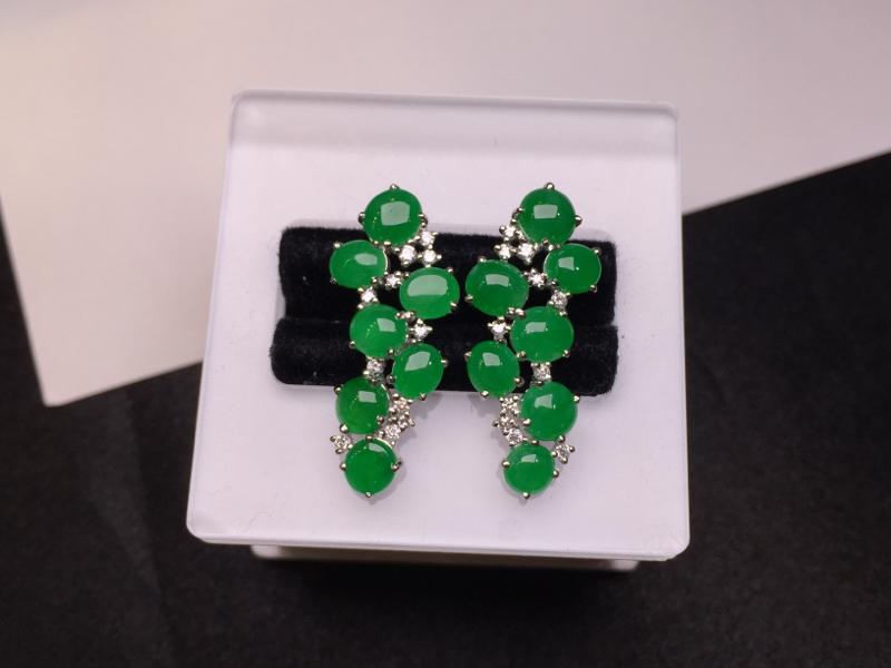 一对阳绿耳坠,底庄细腻,18K白金南非真钻镶嵌,有微纹可忽略,性价比高,推荐,尺寸25.2*9.3*