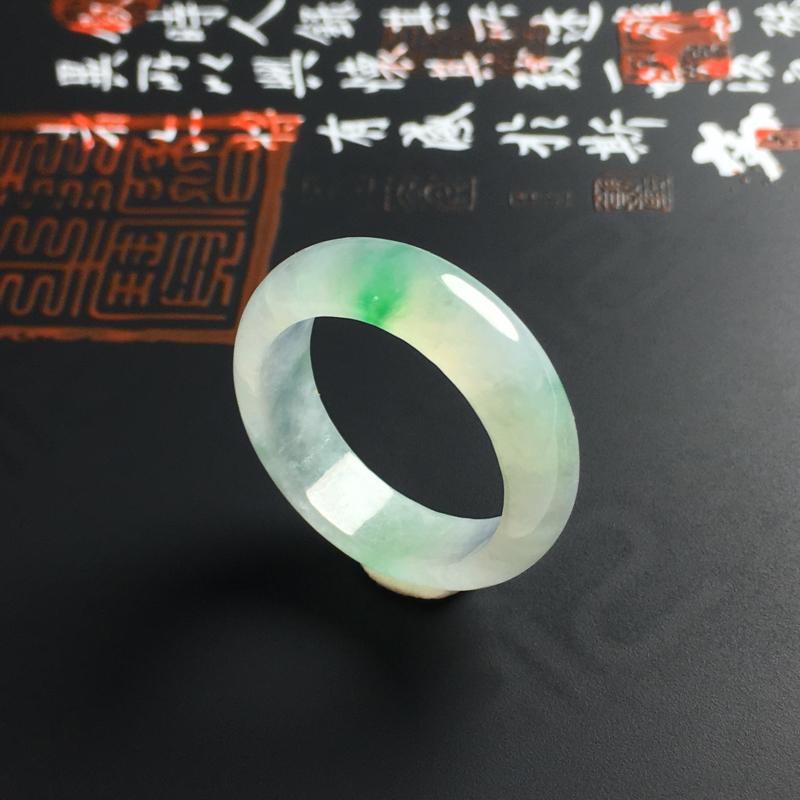 冰糯种飘绿指环 内径19 宽6 厚3毫米 花色艳丽 种好通透 佩戴精美