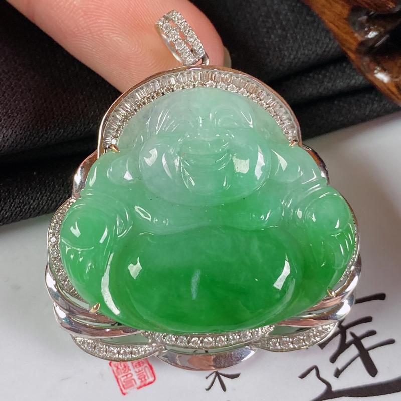 缅甸a货翡翠,18k金伴钻飘绿佛公挂件,玉质细腻,面相清秀,有种有色,佩戴效果更好,整体43.8_3