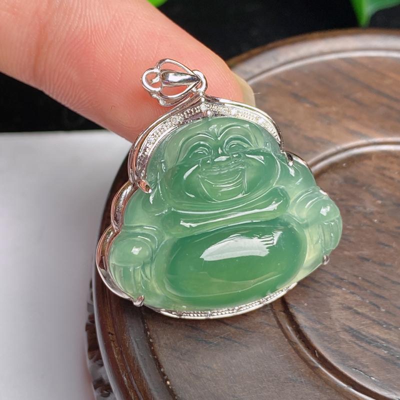 缅甸a货翡翠,18k金伴钻满绿佛公挂件,玉质细腻,面相清秀,有种有色,雕工精细,佩戴效果更佳,整体3