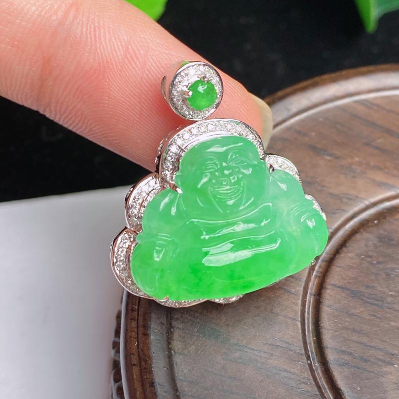 缅甸a货翡翠,18k金伴钻满绿佛公挂件,玉质细腻,面相清秀,有种有色,雕工精细,佩戴效果更好,整体2