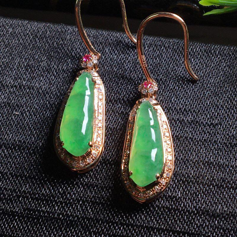 好漂亮的绿豆角耳坠,步步高升,连中三元,色阳,水润,饱满,18k金伴钻镶嵌,低调奢华,尺寸33.5*