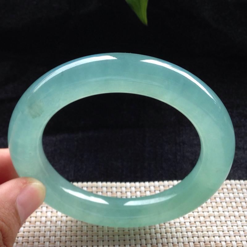 冰晴水圆条手镯,54.6圈口,高端精品料,种水一流,冰莹剔透,色泽清新亮丽,有细纹