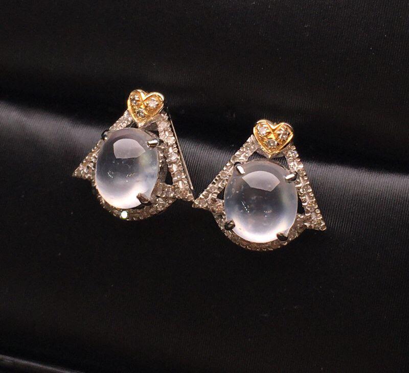 玻璃种蛋面耳钉 款式新颖独特 18K金钻镶嵌 晶莹透亮 冰透起光 精美 底子干净 完美 整体尺寸9.
