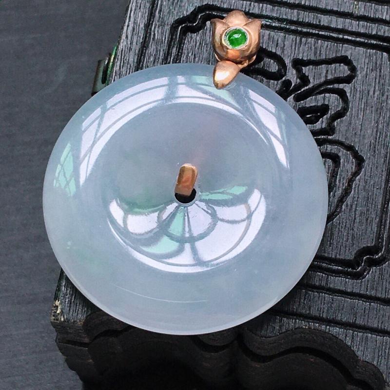 糯化种18K金伴钻满紫罗兰平安扣吊坠。缅甸天然翡翠A货. 品相好,料子细腻,雕工精美。尺寸:32*2