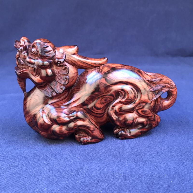 海南黄花梨紫油梨汉代貔貅招财貔貅,雕刻精细,整体比例设计合理!值得收藏