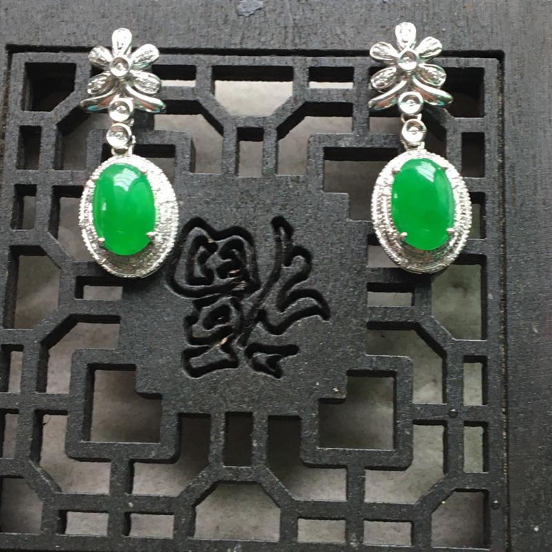 缅甸翡翠A货,时尚潮流耳钉,色彩鲜艳,成双成对,永不分离:夺目迷人,喜欢的赶紧,下单要咨询。