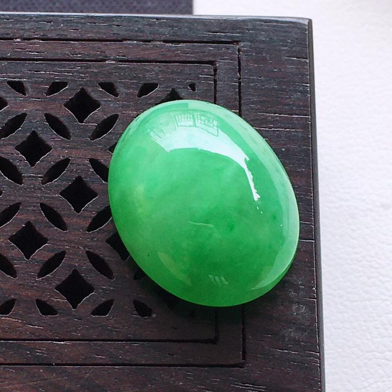精品翡翠蛋面,雕工精美,玉质莹润,尺寸:玉:17*13.3*7.6MM,总质量:3.1g